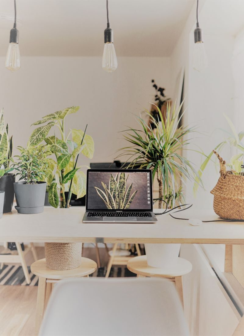8 Places Work at Home Moms Can Bring Their Work Outside the Home